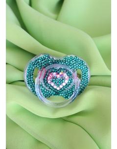 Kalp şeklinde swarovski taşlı zümrüt yeşili emzik