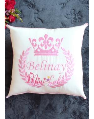 Pembe renk isim işlemeli taç desen kişiye özel takı yastığı