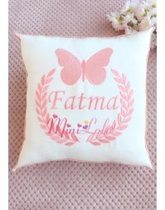 Somon renk kelebekli isim işlemeli krem takı yastığı