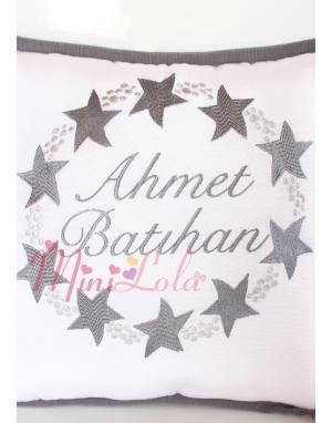 Açık koyu gri renkli yıldız desenli isim nakışlı takı yastığı