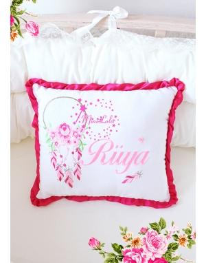 Pembe fuşya rüya kapanı desenli biye detaylı isimli takı yastığı