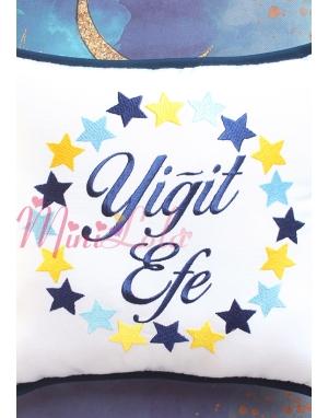 Mavi sarı lacivert yıldız çember desenli isimli takı yastığı