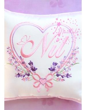 Tozpembe lila renkli kalp lavanta desenli isimli yastık