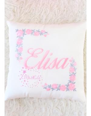 Toz pembe gri renk köşe çiçekli isimli yastık kılıfı