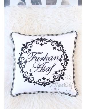 Siyah vintage çerçeve desenli isim işlemeli takı yastığı