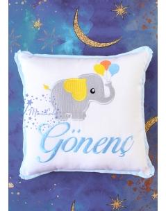 Gri mavi fil desenli isim işlemeli beyaz takı yastığı