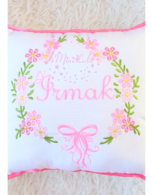 Pembe karma renk çiçekli isim nakışlı yastık kılıfı