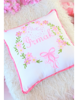 Pembe karma renk çiçekli isim nakışlı takı yastığı