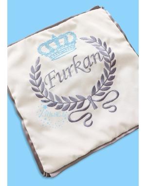 Mavi gri renk taç desenli isim işlemeli yastık kılıfı