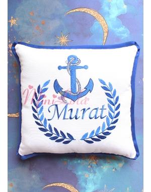 Lacivert renk çapa desenli isim işlemeli beyaz takı yastığı
