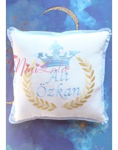 Dore mavi renk taç isim işlemeli fiyonk süslü krem takı yastığı
