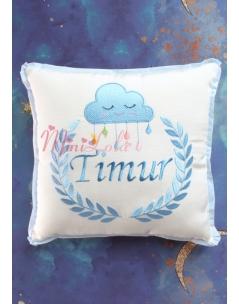 Mavi renk bulut desen isim işlemeli renkli krem takı yastığı