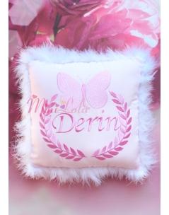 Pembe renk kelebek isim işlemeli tüylü kişiye özel takı yastığı