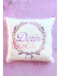 Lila pembe renkli lavanta desen işlemeli isimli takı yastığı
