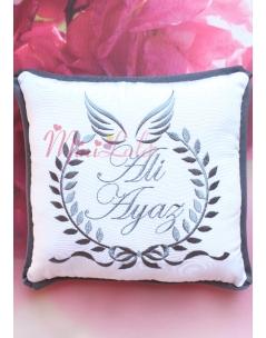 Fiyonk sarmaşık desen melek kanatlı isim işlemeli takı yastığı