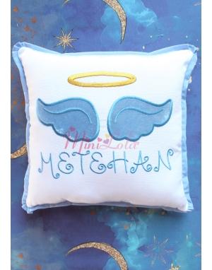 Beyaz renkli koyu mavi melek kanat işlemeli gold isim detaylı takı yastığı
