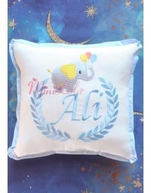 Gri mavi fil desenli isim işlemeli krem renkli takı yastığı