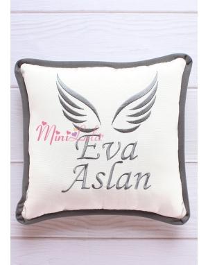 Koyu gri renk melek kanat isim işlemeli isimli takı yastığı