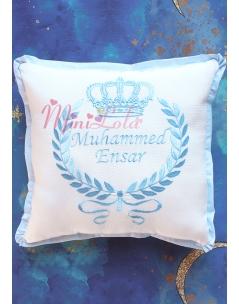 Mavi renk taç desenli isim işlemeli takı yastığı