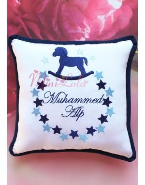 Mavi lacivert sallanan at yıldız desenli isimli takı yastığı