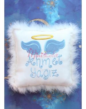 Krem renkli mavi melek kanat işlemeli gold isim detaylı tüylü takı yastığı