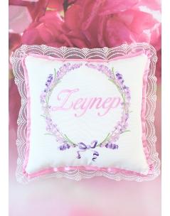 Pembe lila renkli lavanta desen işlemeli dantel isimli takı yastığı