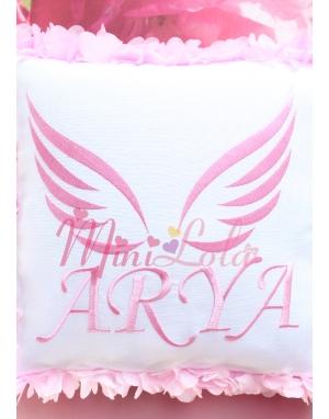 Pembe renk melek kanat işlemeli isimli çiçekli takı yastığı