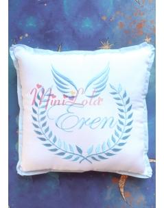 Mavi melek kanat isim işlemeli isimli beyaz takı yastığı
