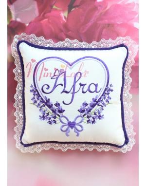 Mor lila renkli kalpli lavanta desen işlemeli isimli dantelli takı yastığı