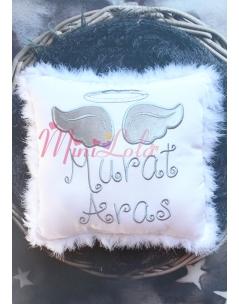 Beyaz renkli gri gümüş melek kanat işlemeli isimli tüylü takı yastığı