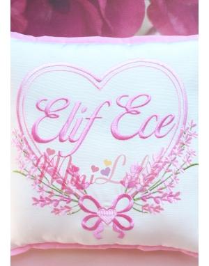 Pembe tonları renkli kalpli lavanta desen işlemeli isimli takı yastığı