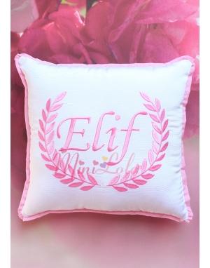 Şeker pembe renk sarmaşık isim işlemeli beyaz takı yastığı
