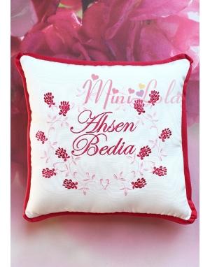 Pudra kırmızı renkli sarmaşık çiçek desenli takı yastığı