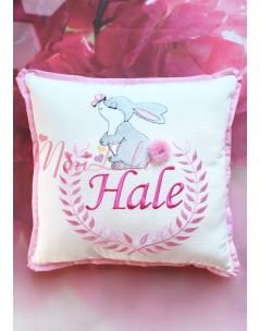 Pembe gri renk tavşan işlemeli ponponlu nakışlı takı yastığı