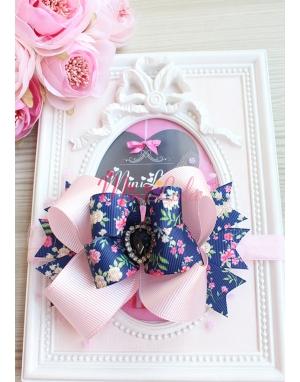 Lacivert çiçek desenli pembe fiyonklu puantiye tüllü siyah taşlı saç bandı