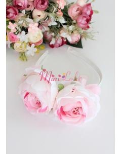 Soft pembe kırık beyaz şakayık çiçekli taç