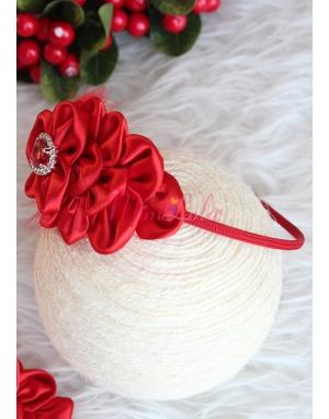 Kırmızı tüylü çiçek desenli taç