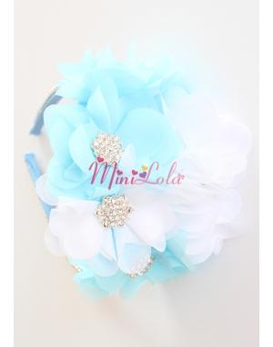 Mavi beyaz şifon çiçekli sıra taş süslemeli gümüş zarif taşlı taç