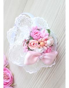 Pembe beyaz pudra renk gül çiçekli dantel süslemeli taç