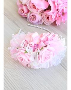 Pembe beyaz soft renkli gül ortanca çiçekli inci detaylı şık taç