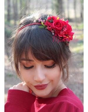 Kırmızı bordo renk çiçekli hasır detaylı taç