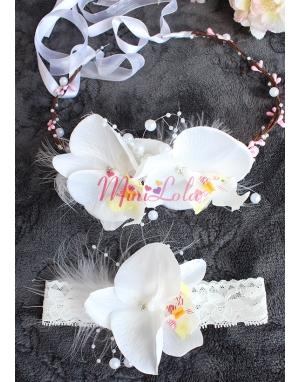 Beyaz renk orkide çiçekli inci tüy detaylı zarif taç-bant seti