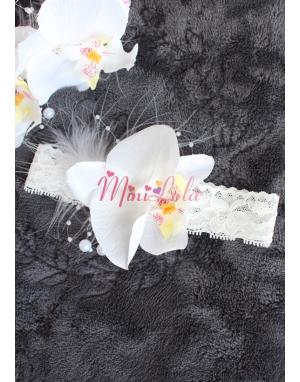 Beyaz renk orkide çiçekli inci tüy detaylı zarif saç bandı
