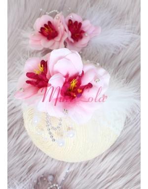 Pembe çiçekli beyaz inci tüy detaylı zarif taç saç bandı seti