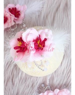 Pembe çiçekli beyaz inci tüy detaylı zarif saç bandı