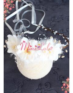 Krem sümbül çiçekli tüy inci detaylı zarif taç