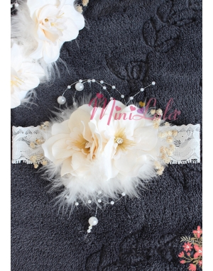 Krem sümbül çiçekli tüy inci detaylı zarif saç bandı