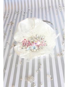 Krem saten üzeri dantelli gümüş kalp damla taşlı zarif taç