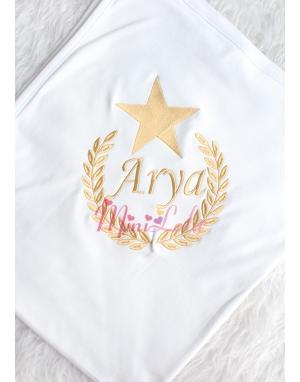 Dore renk yıldızlı isim işlemeli krem battaniye