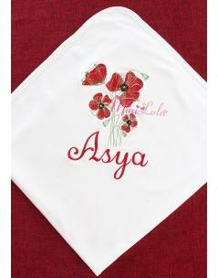 Kırmızı renkli gelincik çiçekli isim işlemeli nakışlı battaniye